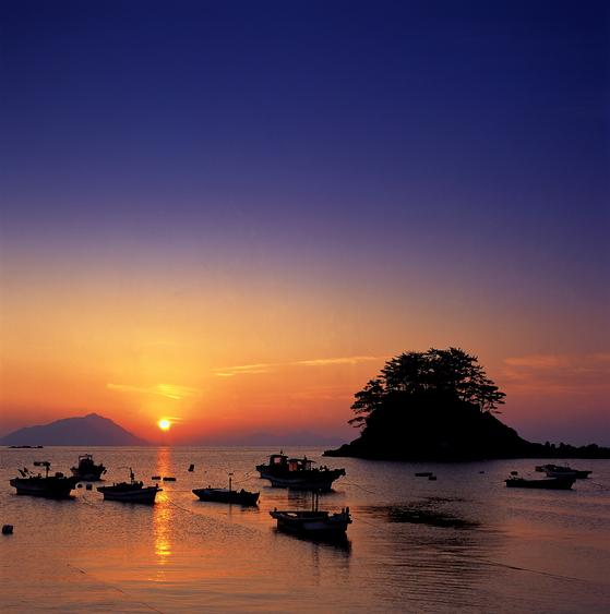 한려해상국립공원의 장엄한 일출 장면 [사진 국립공원관리공단]
