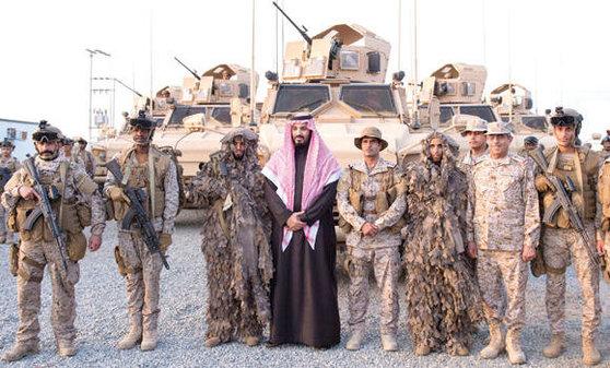 사우디군과 무함마드 빈 살만 빈 압둘아지즈 알사우드 왕세자.