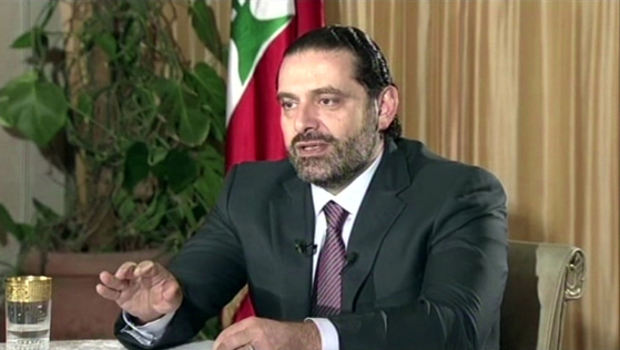 """12일(현지시간) 사우디아라비아의 퓨처TV와의 인터뷰를 통해 모습을 드러낸 사드 알 하리리 레바논 총리. 지난 4일 전격 사임을 발표한 그는 """"레바논이 위험한 상황""""이라고 주장했다. [AP=연합뉴스] Lebanon's Prime Minister Saad Hariri gives a live TV interview in Riyadh, Saudi Arabia, Sunday Nov. 12, 2017, saying he will return to his country 'within days"""". During the live TV interview shown on Future TV, Harari said he was not under house arrest in Saudi Arabia, and that he intends to return to Lebanon to withdraw his resignation and seek a settlement with rivals in the coalition government, the militant group Hezbollah. (Future TV via AP)"""