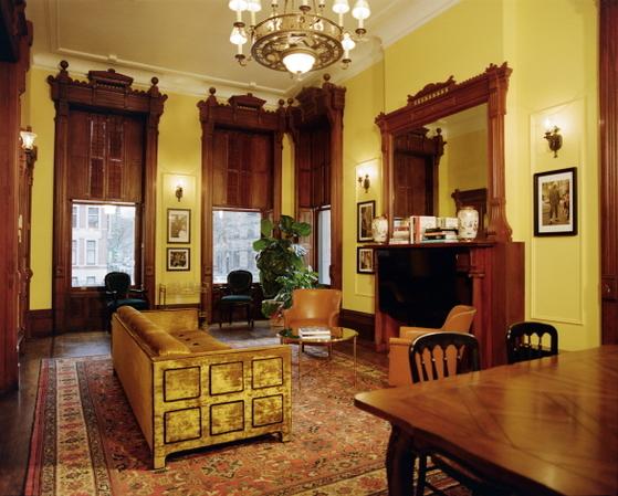 뉴욕 할렘에 문 연 '구찌 대퍼 댄' 아틀리에. 구찌의 옷감, 프린트 등을 활용해 맞춤 의상을 제작하게 된다. [사진 구찌]