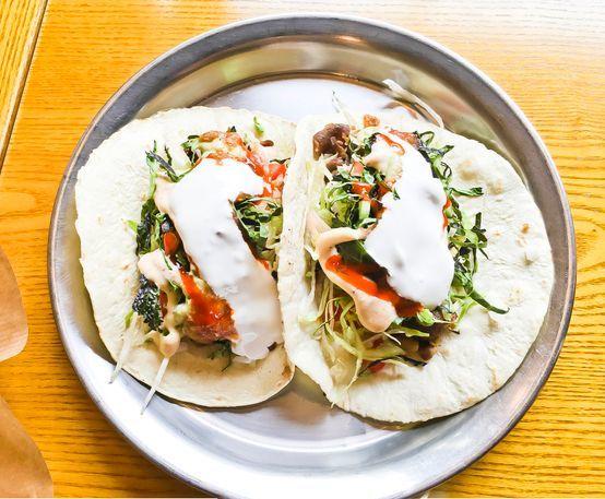 타코를 만드는 재료와 방식이 다양해질 전망이다. 길거리에서 사먹는 간식이 아닌 아침식사나 디저트로도 활용될 것으로 예상된다. [중앙포토]