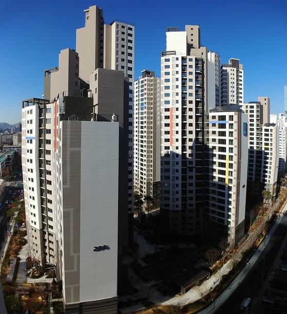 이달 입주 예정인 서초구 서초동 래미안서초에스티지S 아파트. 분양가보다 웃돈이 3억원가량 붙었다.