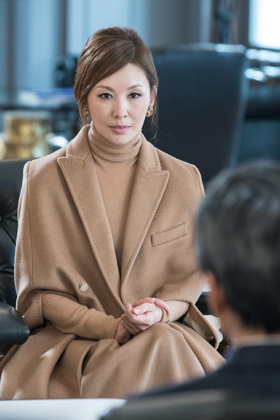 mbc드라마 '돈꽃'에서 재벌가 맏며느리 '정말란' 역을 맡은 이미숙. [사진 imbc]