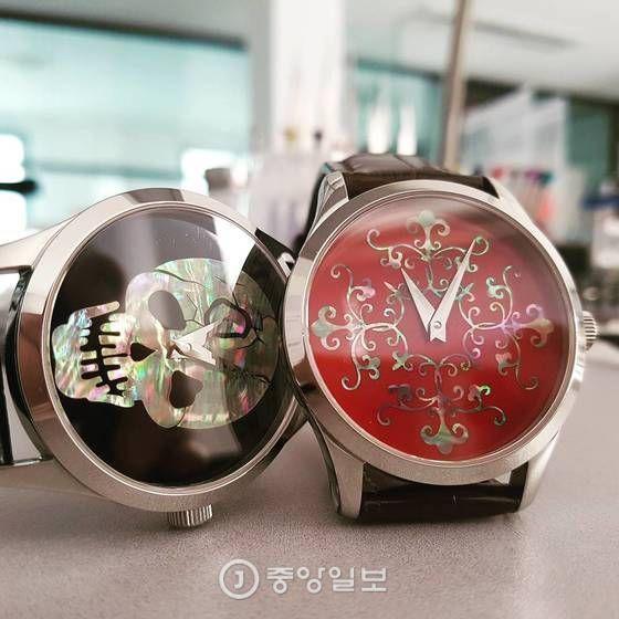 김한뫼 엠오아이(MOI)워치 대표가 수작업으로 만든 나전칠기 시계