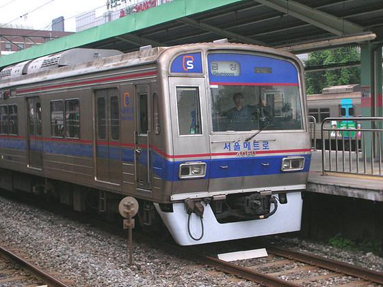 서울지하철 4호선은 코레일 구간에 들어서면 좌측통행을 한다. [중앙포토]
