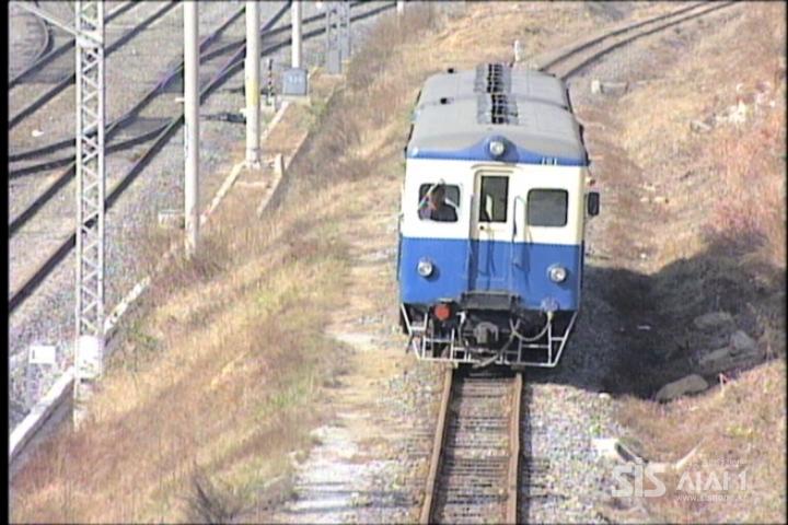 1995년말 운행을 중단한 수인선 협궤 열차. [ 사진 코레일]