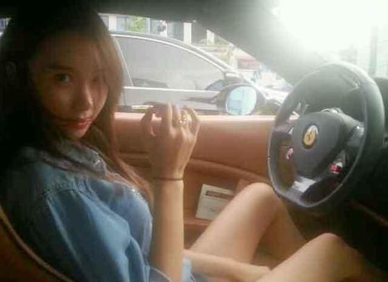 이유애린은 '비디오스타'에서 빨간색 고급 외제차는 본인 차가 아니라고 해명했다.