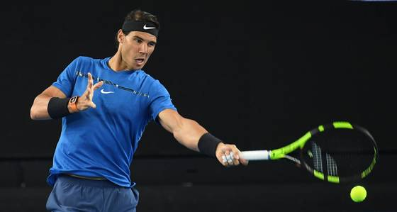 epa06432153 Rafael Nadal of Spain in action during a practice session ahead of the Australian Open tennis tournament at Melbourne Park in Melbourne, Australia, 12 January 2018. The Australian Open starts on 15 January. EPA/JULIAN SMITH AUSTRALIA AND NEW ZEALAND OUT <저작권자(c) 연합뉴스, 무단 전재-재배포 금지>