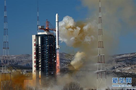 9일 오전 11시24분 산시(山西)성 타이위안(太原) 위성발사센터에서 지상 0.5m급 동작 감지 기능의 초정밀 관측 위성 가오징(高景) 1호를 탑재한 창청(長征) 2호가 발사되고 있다. 타이위안 발사센터는 중국 전략지원부대 산하 우주부대의 군단급 조직이다. [사진=신화사]