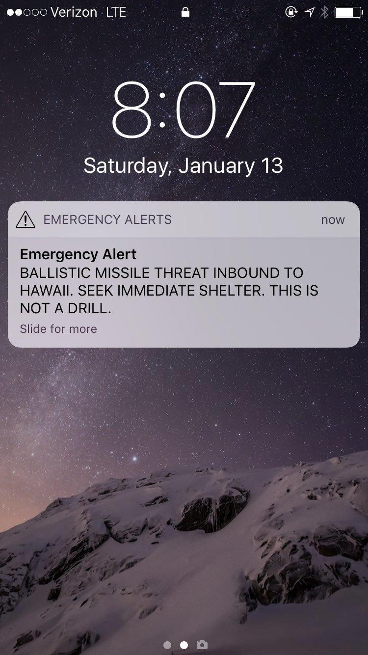 13일(현지시간) 탄도미사일이 하와이주를 향해 발사되었다는 긴급경보가 휴대전화를 통해 발령돼 주 전체가 한때 공황 상태에 빠졌다. [로이터=연합뉴스]