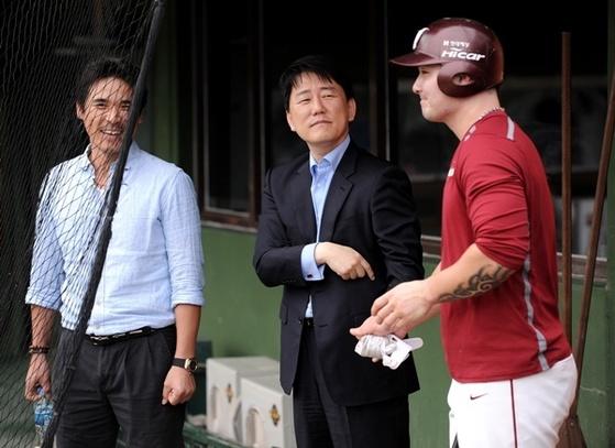 넥센의 박병호, 이장석 대표, 장정석 감독(오른쪽부터).