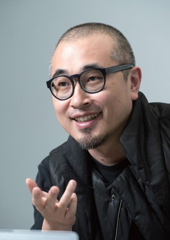 김봉진 우아한 형제 대표는 테드 터너의 말을 '이끌든지, 따르든지, 비키든지'로 바꿔 만든 포스터를 회사 벽에 붙여놓고 직원들을 이끌었다.