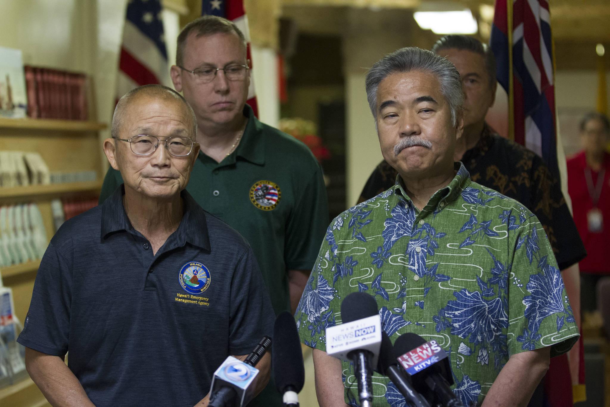 데이비드 이게 하와이 주지사가 13일(현지시간) 기자회견에서 오경보 발령은 주정부 비상관리국(HEMA)이 경보 시스템을 점검하다 빚은 실수였다고 밝히고 있다.[AP=연합뉴스]
