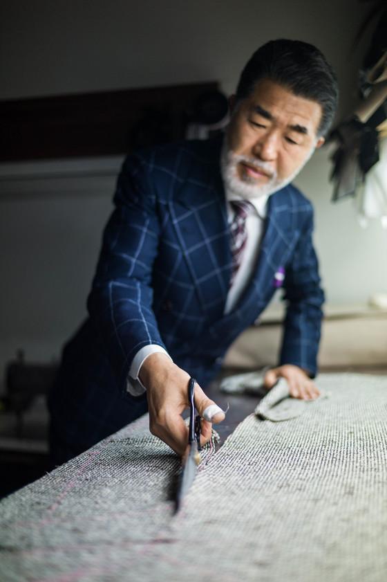 1967년 종로4가에 '보령양복점'이란 맞춤양복점을 열었던 박정열 마스터는 아들(박창우 이사)이 가업을 이어 받으면서 현재는 '비앤테일러'를 함께 운영하고 있다. [사진 비앤테일러]