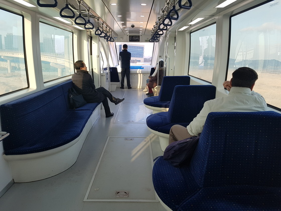 인천공항 자기부상열차 실내 모습. 임명수 기자