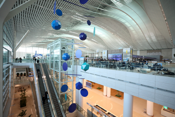 자비에 베이앙의 '그레이트 모빌'이 설치된 인천공항 제2여객터미널. [사진 뉴스1]