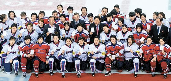 여자아이스하키 단일팀에 북한 12명 가세, 경기는 3명만 뛸듯