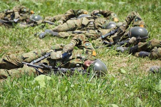 육상자위대 자위관 후보생들이 전투훈련을 하고 있다. [사진 육상자위대]