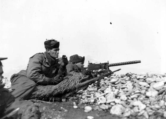 울프하운드 작전 당시의 제25사단 기관총 사수. 비록 작은 반격이었지만 대한민국이 극적으로 살아내는 결정적인 계기가 됐다. [history.army.mil]