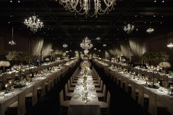 서울신라호텔은 다양한 와인과 공연을 즐길 수 있는 '미스틱 가든 패키지'를 선보인다. 사진은 와이너리 분위기로 꾸민 대연회장 모습. [사진 서울신라호텔]