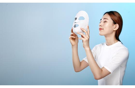 한국 여성들이 피부 관리를 위해 집에서 가장 즐겨하는 것은 마스크팩이다. [사진 중앙포토]