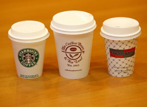 커피빈이 오는 2월 1일부터 가격 인상을 선언한 가운데, 동종업계인 스타벅스·투썸플레이스의 움직임에 관심이 모아진다. [사진 각 사]
