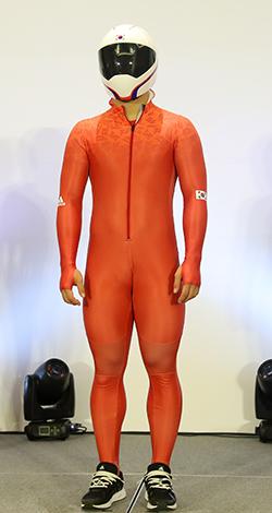 한국 선수들은 '불모지에 불을 붙인다'는 뜻에서 붉은색 유니폼을 입고 평창올림픽에 출전한다. [연합뉴스]