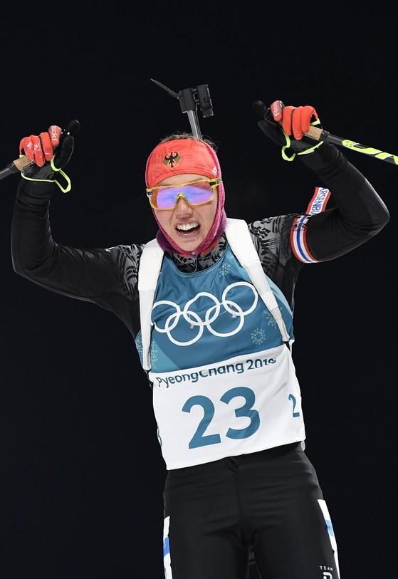 10일 강원도 평창 알펜시아 바이애슬론센터에서 열린 2018 평창 겨울올림픽 바이애슬론 여자 7.5km 스프린트에서 결승선을 통과하는 독일의 로라 달마이어. [평창 AP=연합뉴스]