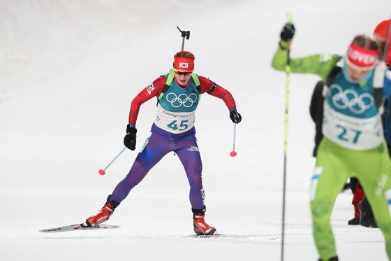 안나 프롤리나가 10일 강원 평창 알펜시아 바이애슬론센터에서 열린 2018 평창동계올림픽 바이애슬론 여자 스프린트 7.5km에서 설원을 가로지르고 있다. [평창=뉴스1]