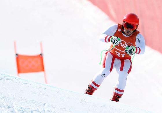 지난 8일 강원도 정선 알파인 스키 코스에서 열린 2018 평창동계올림픽 스키 남자 활강 공식 연습에서 오스트리아 마르셀 히르셔가 슬로프를 질주하고 있다. [정선=연합뉴스]