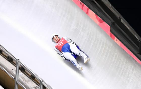 2018 평창동계올림픽 개막을 하루 앞둔 8일 강원도 평창군 슬라이딩센터에서 대한민국 루지 여자 대표 아일린 크리스티나 프리쉐가 얼음을 가르며 질주하고 있다. [평창=연합뉴스]