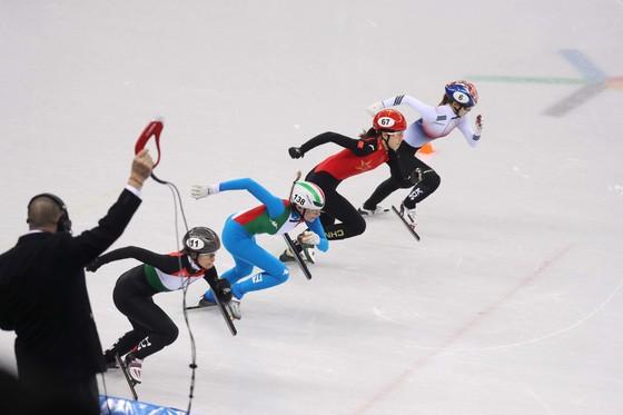 13일 강릉 아레나에서 열린 여자 쇼트트랙 500m에 출전한 최민정이 스타트하고 있다. 오른쪽 위부터 최민정, 킴 부탱(캐나다), 아리아나 폰타나(이탈리아). 오종택 기자