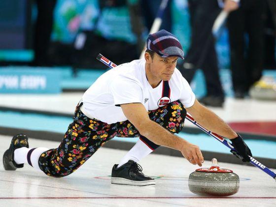 2014 소치 올림픽에서의 또 다른 경기복 모습. 꽃바지에 흰 양말을 종아리까지 올려 신고, 머리엔 헌팅캡을 썼다. [AP]