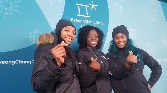 2018 평창 겨울올림픽에 출전하는 나이지리아 봅슬레이 여자 선수들. 왼쪽부터 은고지 오누메레, 세운 아디군, 아쿠오마 오메오가. 평창=김지한 기자