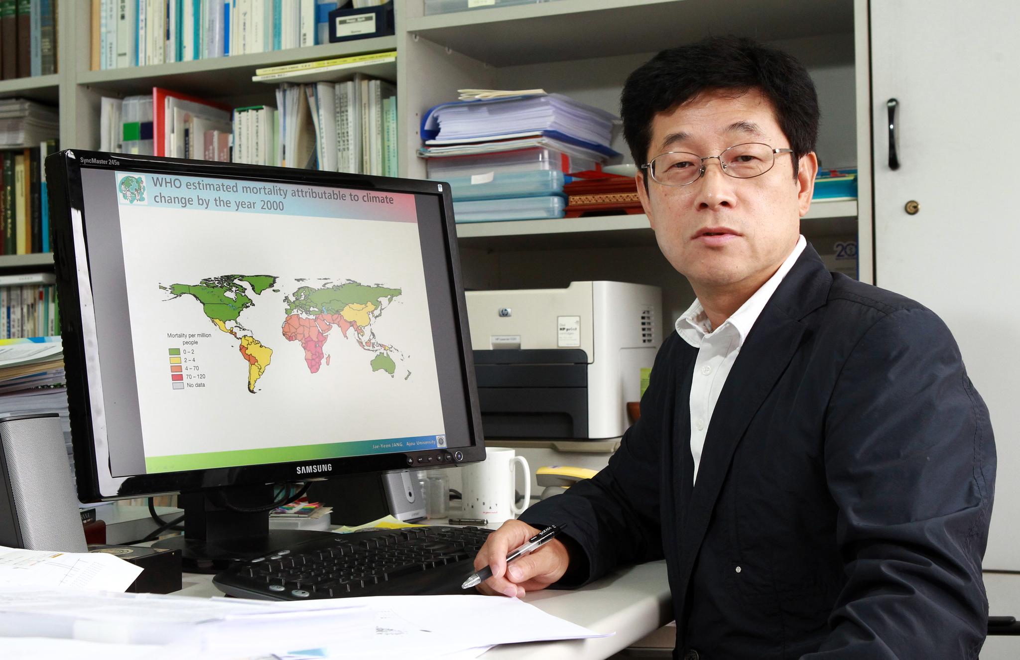 아주대 예방의학과 장재연 교수. 그는 환경운동연합 공동대표도 겸하고 있다. [중앙포토]