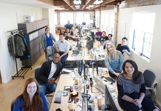실리콘밸리 사무실에 있는 어웨어 임직원들. 미국과 한국에 총 35명의 임직원이 일하고 있다.