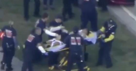 현지 언론들은 총격으로 최소 20명이 부상했다고 전했다. [사진 CBSNews 캡처]