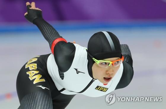 지난 12일 오후 강릉 스피드스케이팅경기장에서 열린 스피드스케이팅 여자 1500m 경기에서 레이스를 펼친 고다이라. [연합뉴스]