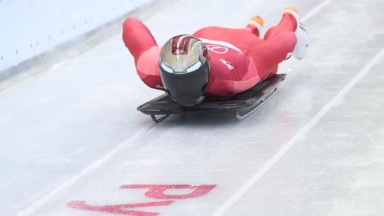 15일 올림픽 슬라이딩 센터에서 윤성빈이 힘찬 스타트를하고 있다. 오종택 기자