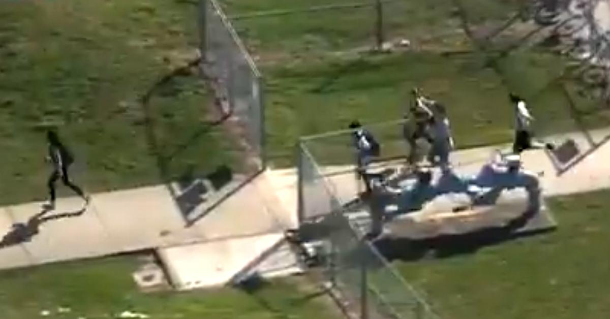 14일(현지시간) 미국 플로리다주의 파크랜드의 한 고등학교에서 총격 사건이 발생했다. [사진 CBSNews 캡처]