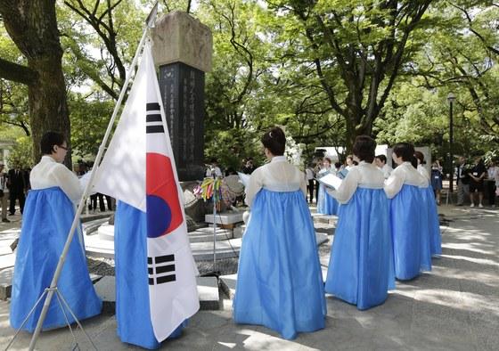 일본 히로시마 원폭 투하 72주년 때 한국인 희생자 위령제가 히로시마 평화공원에서 열렸다. [EPA]