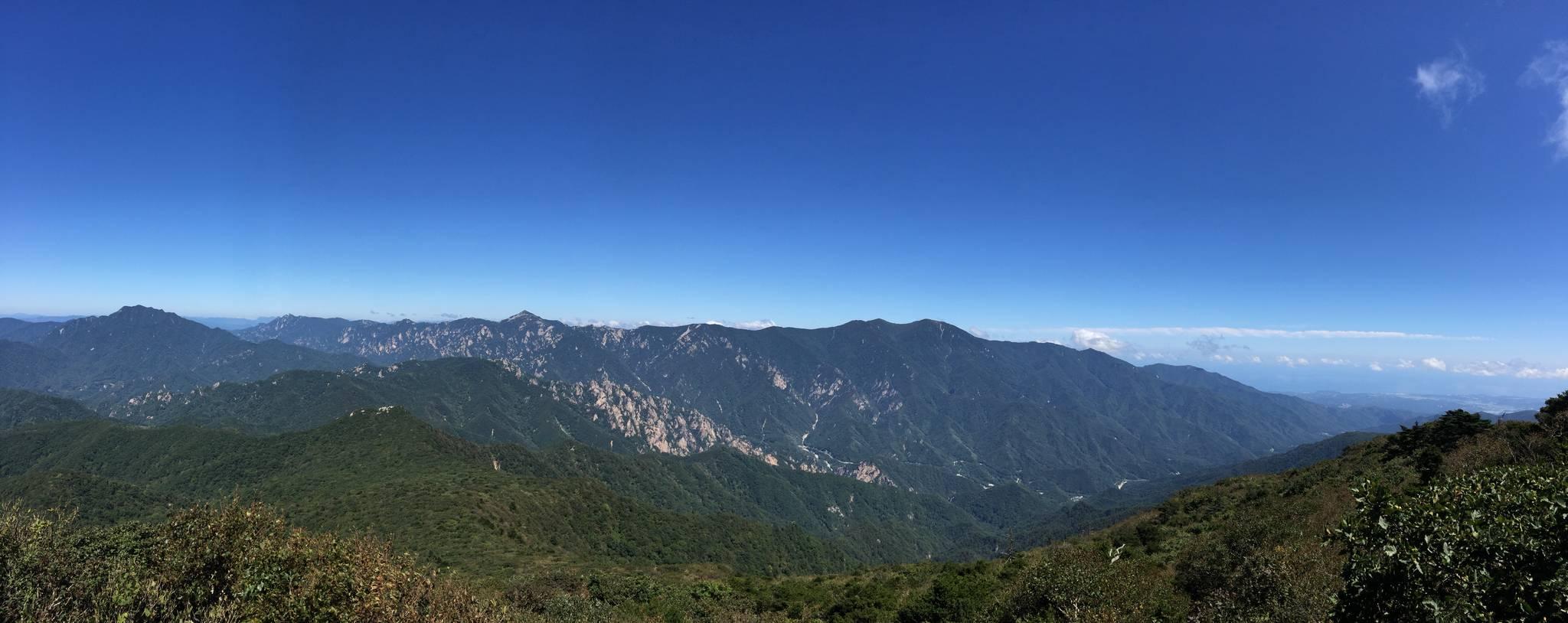 강원도 인제군 점봉산에서 바라본 설악산 [사진 녹색연합]