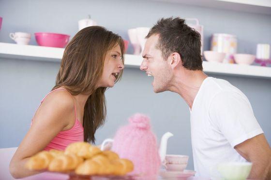 부부 사이에 작은 오해들이 쌓이면 더이상 상대방을 이해할 수 없게 된다. [사진 smartimages]