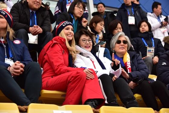 """이방카 """"평창올림픽 너무 감동적...동맹과 함께 축하 기뻐"""""""