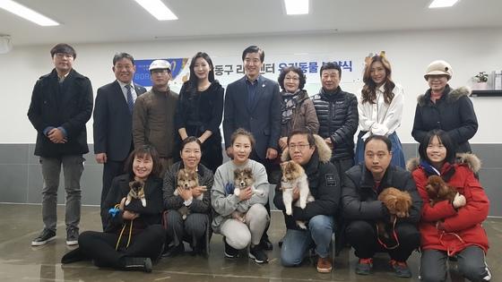 지난 1월 서울 강동구 강동리본센터에서 열린 유기견 분양 행사. [사진 유기견없는도시]
