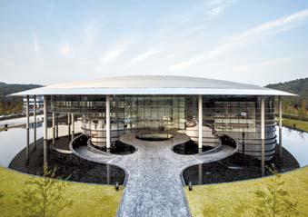 한국타이어 테크노돔은 세계 최고 수준의 기술력을 상징적으로 보여주고 있다.