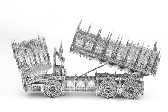 고딕 양식의 건축물처럼 조각한 덤프트럭 (2011, 스테인리스 스틸에 레이저 컷). [사진 갤러리현대]