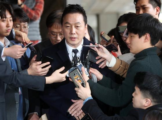 정봉주 전 의원이 13일 자신의 성추행 의혹을 보도한 언론사를 고소하기 위해 서울중앙지검에 출두하고 있다. 180313 / 강정현 기자