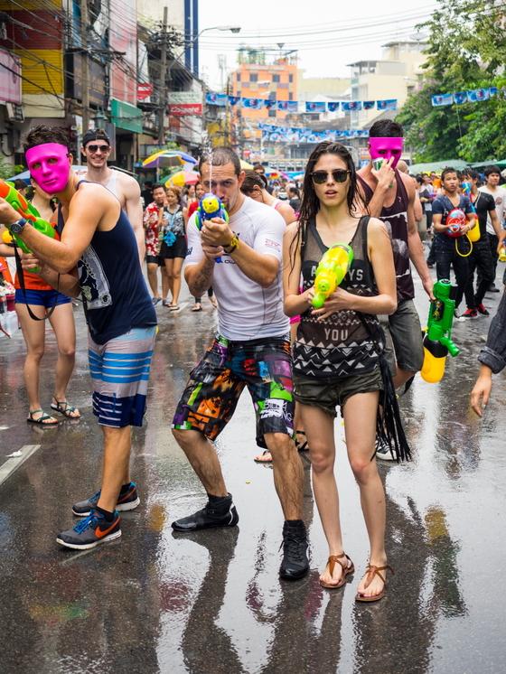 4월 중순, 태국 전역에서는 송크란 축제가 열린다. 태국의 전통 설 명절이 외국 관광객도 즐기는 물놀이 축제로 진화했다. [사진 태국정부관광청]