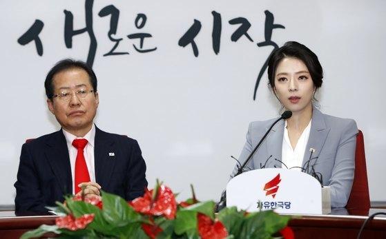 배현진 전 MBC 아나운서가 9일 오전 서울 여의도 자유한국당 당사에서 열린 영입인사 환영식에서 입당 소감을 밝히고 있다. [뉴스1]